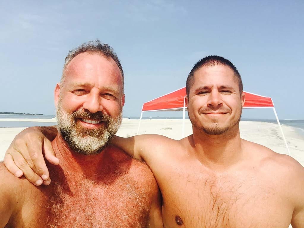 Muscle man rips off raiment